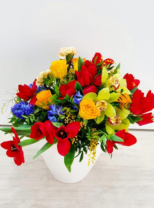 Vaza cu flori de primavara - Florarie Iasi 1