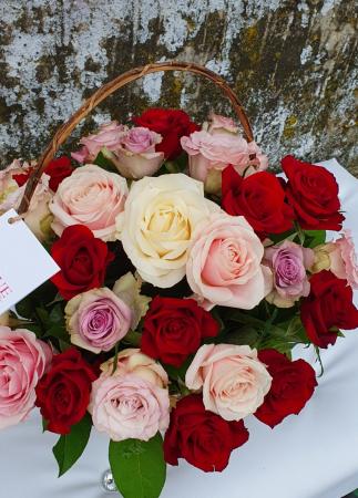 Cos 31 trandafiri multicolori0