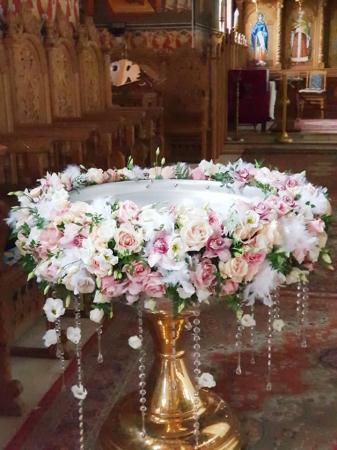 Decor cristelnita cu pene, cristale si flori2