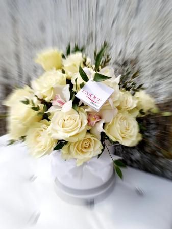 Cutie trandafiri si orhidee0