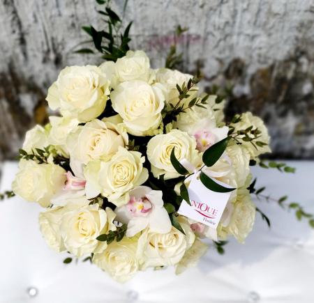 Cutie trandafiri si orhidee1