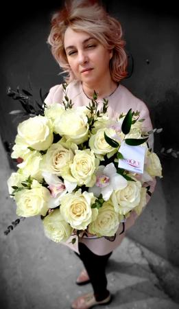 Cutie trandafiri si orhidee2