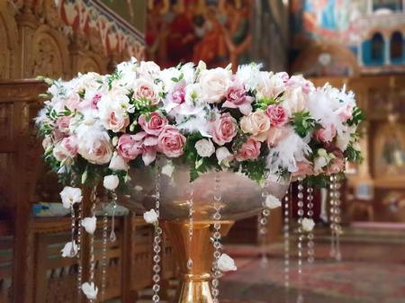 Decor cristelnita cu pene, cristale si flori0