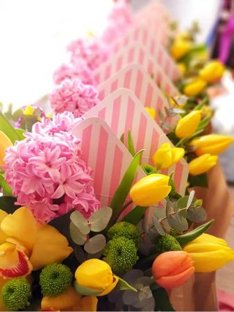 Plic cu flori 8 Martie - Livrare imediata in Iasi2