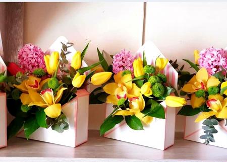 Plic cu flori 8 Martie - Livrare imediata in Iasi1