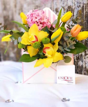 Plic cu flori 8 Martie - Livrare imediata in Iasi0