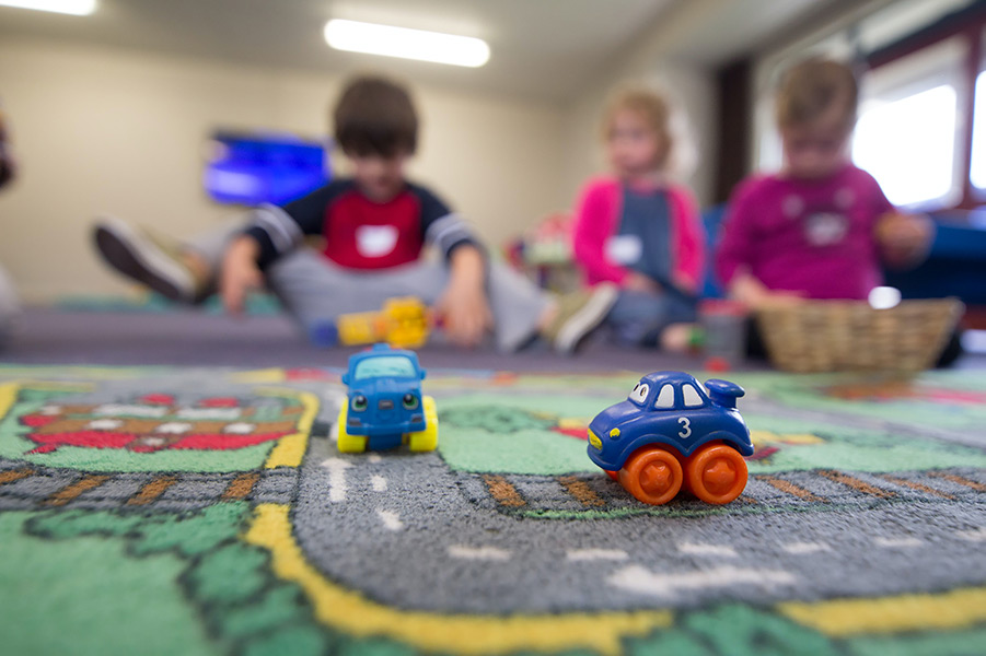 Jocuri pe care copiii să le joace în casă