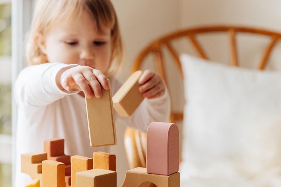 Top 15 idei de activități și jocuri distractive pe care le poți desfășura cu copilul tău în casă