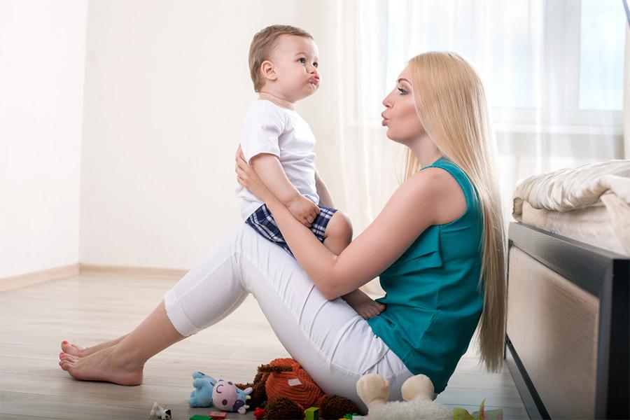 Stimularea și dezvoltarea limbajului la copiii mici