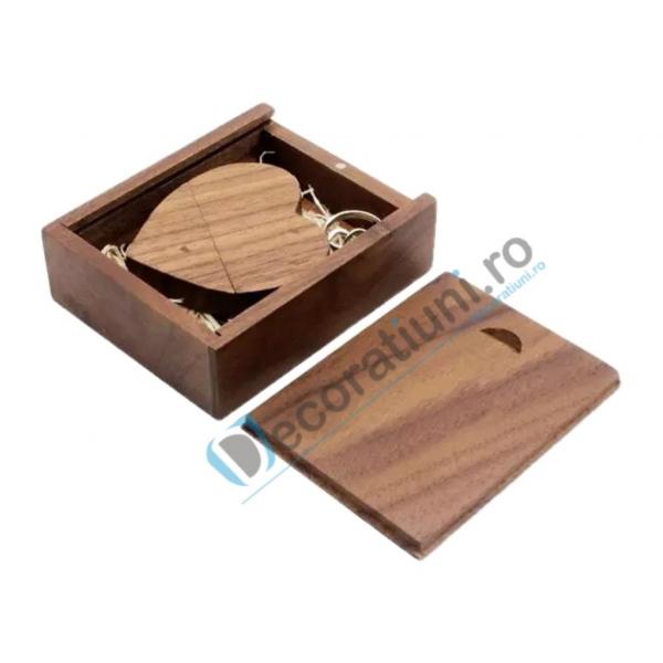 Stick usb inima si cutie din lemn - lemn nuc 1
