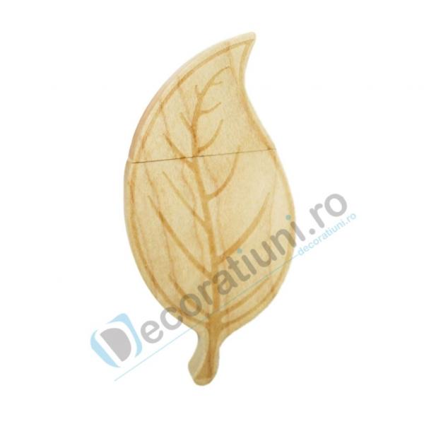 Cutie si stick usb din lemn in forma de frunza - lemn artar 1