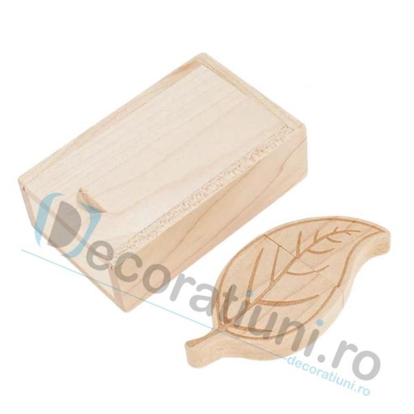 Cutie si stick usb din lemn in forma de frunza - lemn artar 0