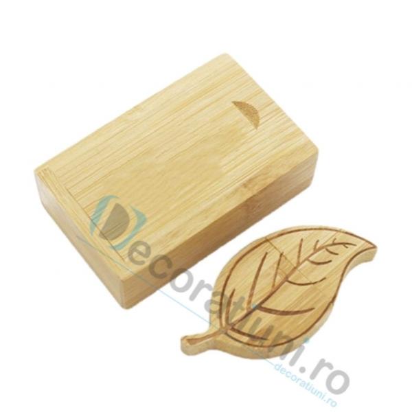 Cutie si stick usb din lemn in forma de frunza - lemn bamboo 0