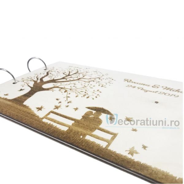 Guestbook din lemn personalizat, guestbook nunta - model copac si cuplu pe banca 2