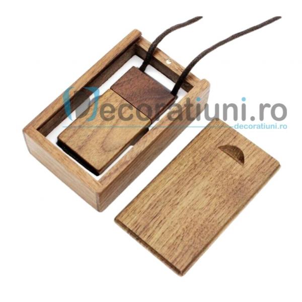 Stick usb cu snur si cutie personalizata - lemn nuc 0