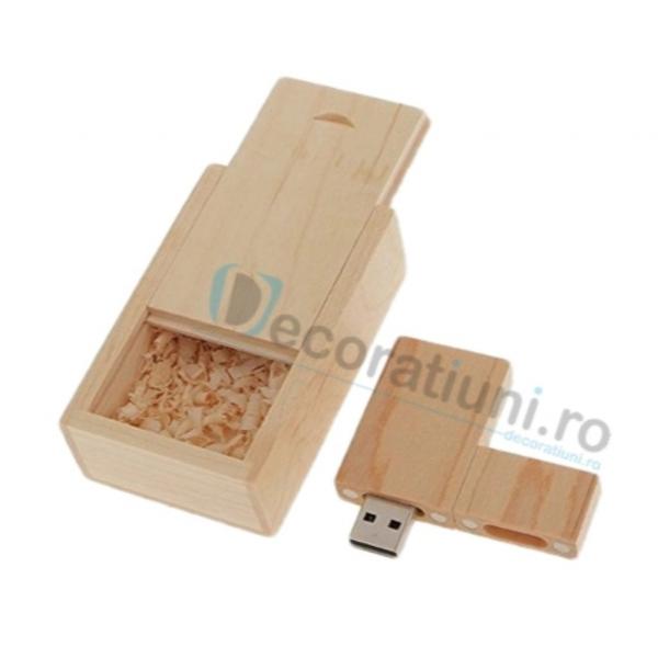 Stick usb personalizat blanko si cutie - lemn artar 1