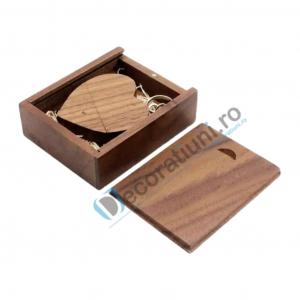 Stick usb inima si cutie din lemn - lemn nuc1