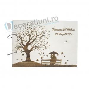 Guestbook din lemn personalizat, guestbook nunta - model copac si cuplu pe banca0