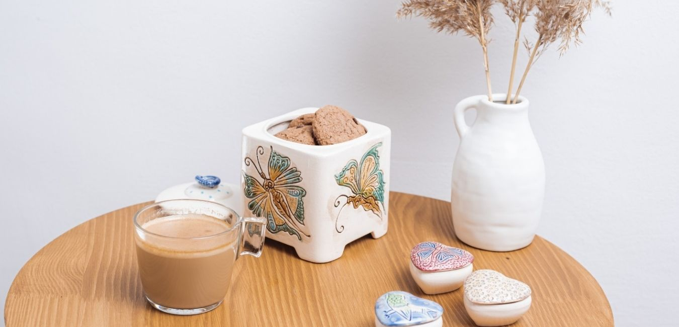 recipient din ceramica pentru biscuiti cu ilustratie de fluture