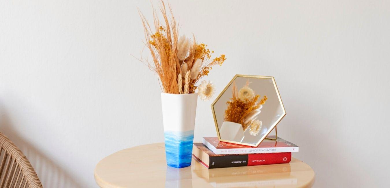 vaza ceramica cu ilustratia marii alb cu albastru