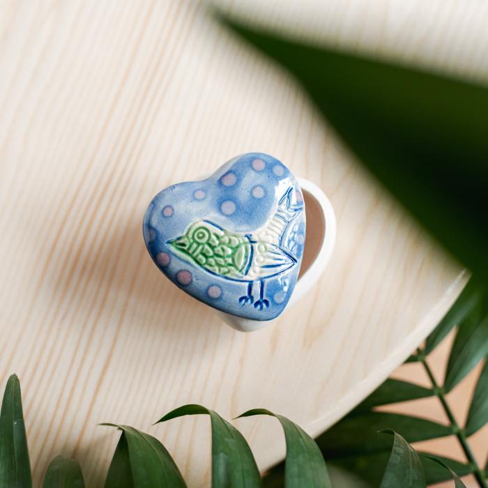 Cutiuță bijuterii din ceramică, inimă albastră, detaliu pasăre [0]