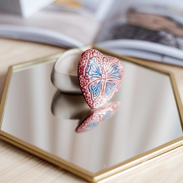 Cutiuță bijuterii din ceramică, inimă roșie, detaliu fluture [2]