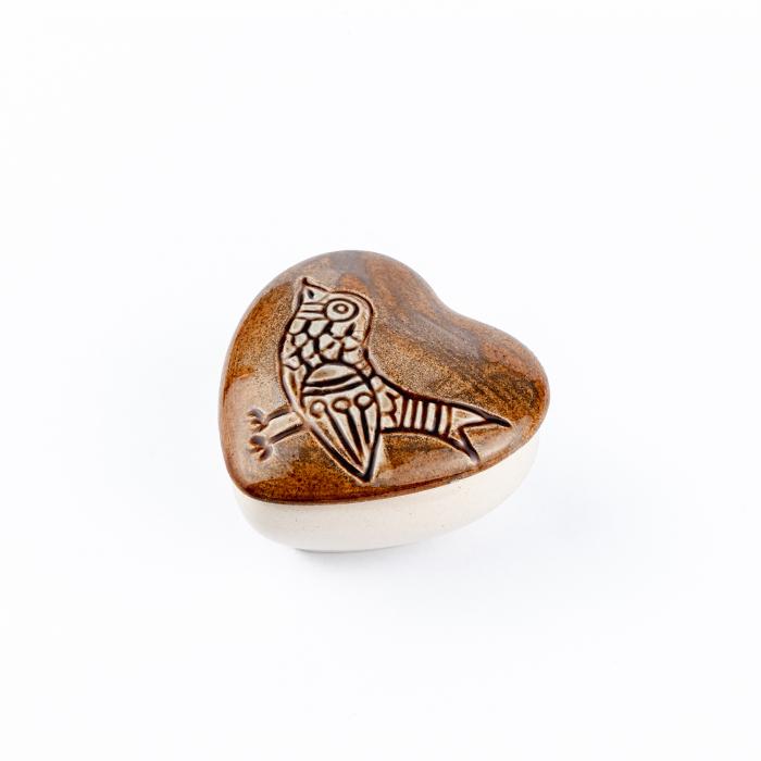 Cutiuță bijuterii din ceramică, inimă maro, detaliu pasăre [3]