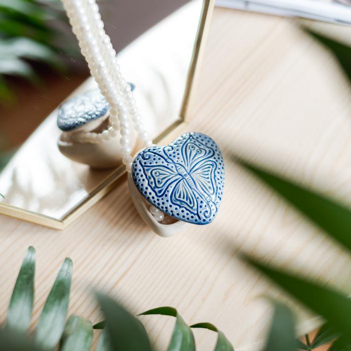Cutiuță bijuterii din ceramică, inimă albastră, detaliu fluture [0]