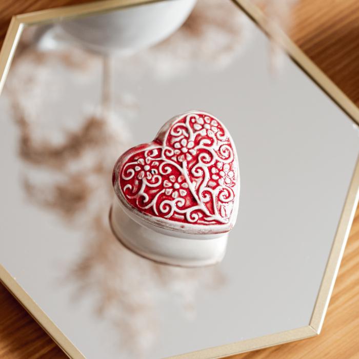 Cutiuță bijuterii din ceramică, inimă roșie, detalii florale [1]