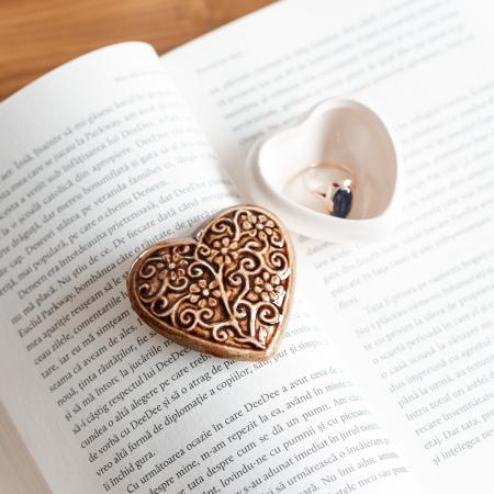Cutiuță bijuterii din ceramică, inimă maro, detalii florale [0]