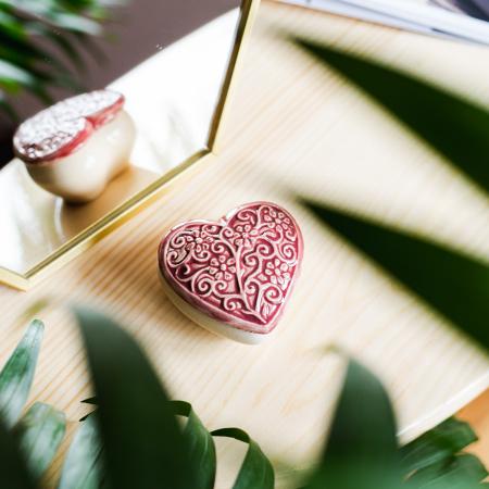 Cutiuță bijuterii din ceramică, inimă vișinie, detalii florale [0]