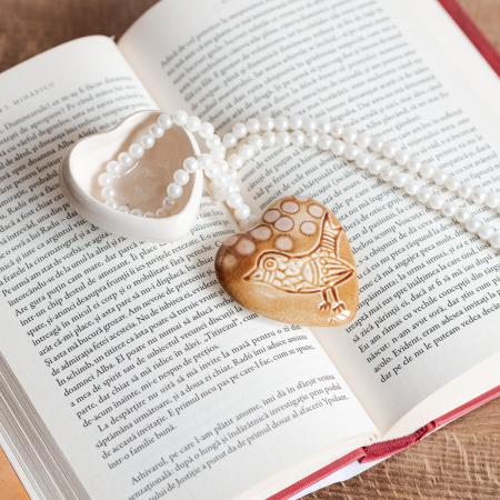 Cutiuță bijuterii din ceramică, inimă maro, detaliu pasăre [0]