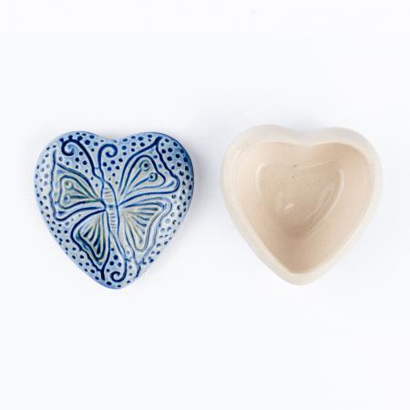 Cutiuță bijuterii din ceramică, inimă albastră, detaliu fluture [3]