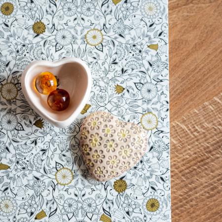 Cutiuță bijuterii din ceramică, inimă crem, detalii florale [1]