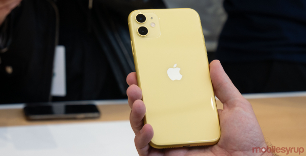 Telefon mobil Apple iPhone 11, 64GB, Yellow [3]