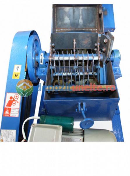 Tocatoare furaje universala ( Stiuleti , lucerna, coceni, paie ) + moara cereale electrica  F-500 - 4 kW 1000 kg/h