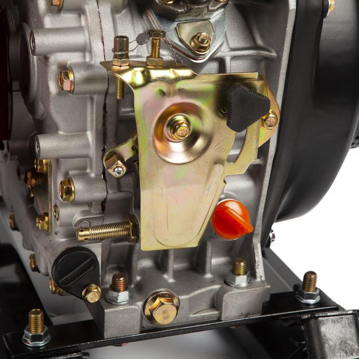 Motopompa diesel de presiune, putere 7 CP, Diesel, absortie/refulare 2''/2'' (50 mm) , pornire la sfoara,motor in 4 timpi, presiune 6 bari 8