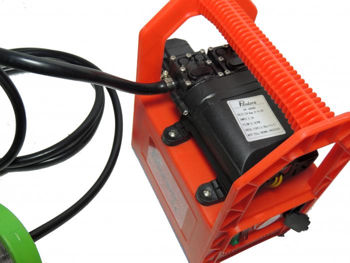 Pompa de stropit cu presiune cu doua motoare 12Vdc alimentata cu acumulator 12Ah - Pandora , presiune 5,5-6,9 bar  cu cadru PORTABIL cu maner Grandepo 5