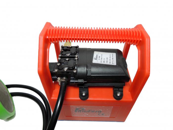 Pompa de stropit cu presiune cu doua motoare 12Vdc alimentata cu acumulator 12Ah - Pandora , presiune 5,5-6,9 bar  cu cadru PORTABIL cu maner Grandepo 7