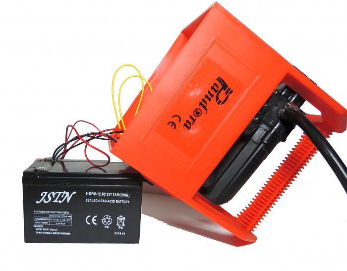 Pompa de stropit cu presiune cu doua motoare 12Vdc alimentata cu acumulator 12Ah - Pandora , presiune 5,5-6,9 bar  cu cadru PORTABIL cu maner Grandepo 8