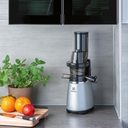 Storcator de fructe si legume Slow Juicer Electrolux ESJ4000, 150 W, Tub XXL, Recipient de suc 1.75 L, Functie Reverse, Inox3