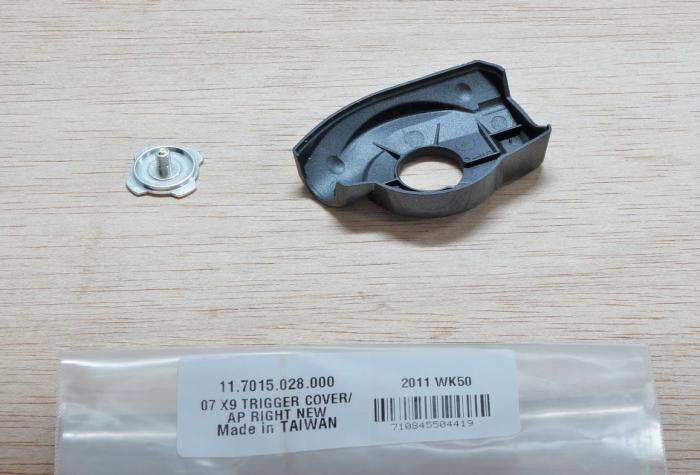 07-09 X9 Trigger Cover/Cap, Right New (< Nov 06) 1