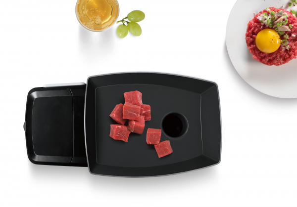 MFW67450 Masina de tocat carne Bosch, 2000 W, 3.5 kg/min, Accesoriu suc rosii, 3 site, palnie carnati si kebbe, Negru/Gri 9