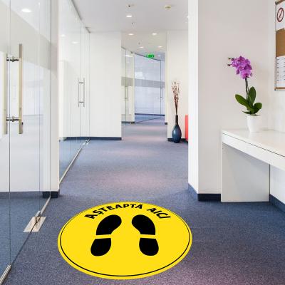 """Sticker informativ Covid-19 pentru podea - """"Așteaptă aici"""" - 30 cm1"""