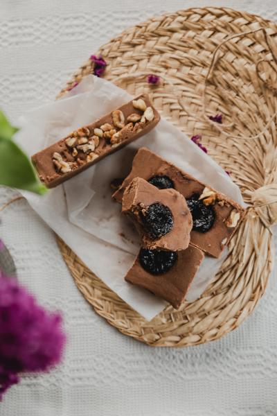 Ciocolată de casă cu țuică și prune uscate 200 gr 1