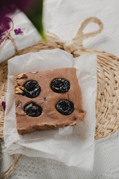 Ciocolată de casă cu țuică și prune uscate 200 gr 0