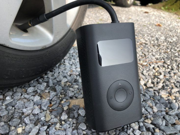 Pompa de aer electrica Xiaomi Mi Portable Air Pump, 2000 mAh, Monitorizare digitala a presiunii, Auto-oprire, 150psi, Micro-USB 5