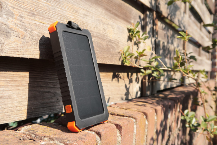 Power Bank Solar Outdoor Xtorm AM123 10.000mAh-big