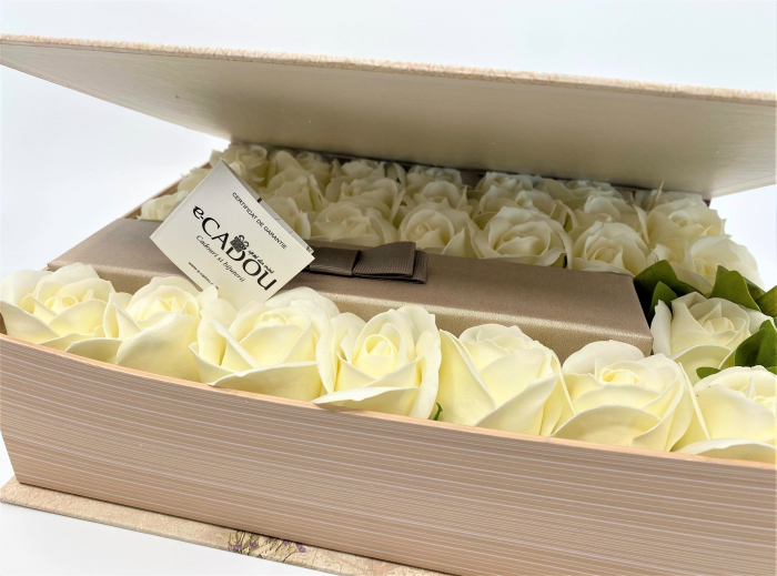 Aranjament floral cu 29 trandafiri din sapun DR29TG-M1 si 5 Cercei Shambala [1]