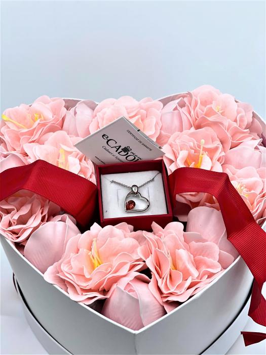 Aranjament floral cu 15 anemone si lalele din sapun R15AL-M2 si Colier EXPENSIVE Heart rosu [0]